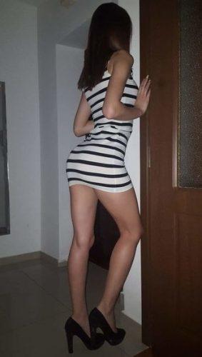 Bruneta sexy si Slim ofer masaj de relaxare erotic si sex - Bucuresti